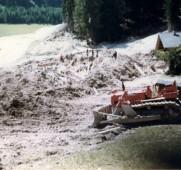 Stava, località i Masi, dopo il crollo dei bacini (Foto Archivio Fondazione Stava 1985)